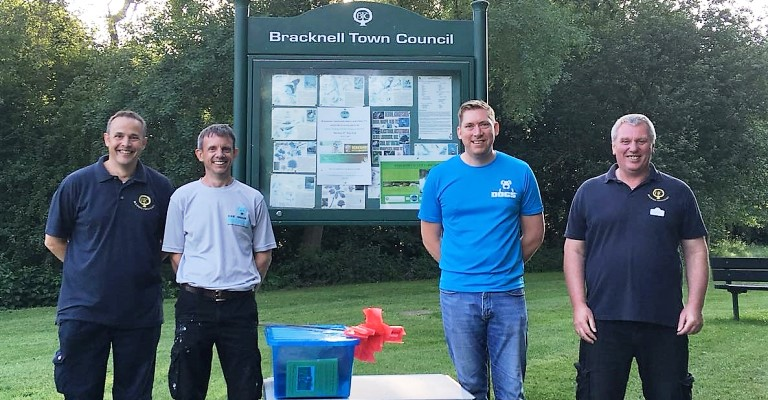 Bracknell Town Council's Environment Wardens tackle dog fouling in Bracknell