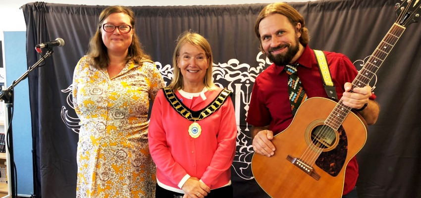 Finnish Folk Group visit Bracknell